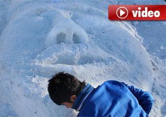 sarikamista-sehit-olan-dedelerinin-kardan-heykelini-yapiyorlar-52c004f04e5b8