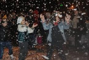 yapay-kar-altinda-yeni-yil-kutlamasi-52c40e13b5dd2